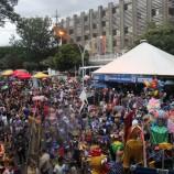 Galinho de Brasília leva milhares de pessoas às ruas no seu primeiro desfile