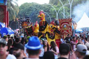 Mais de 40 mil foliões animam o primeiro dia do carnaval de rua
